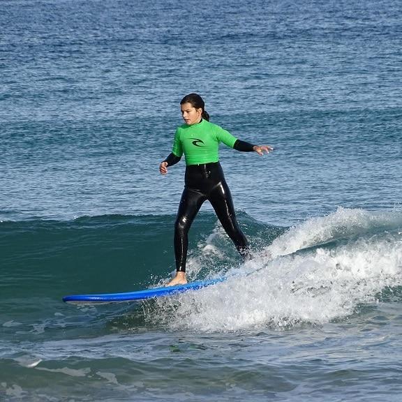 Campamento urbano de multiaventura y surf
